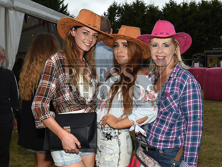 Gina Fox, Shauna Guild and Gillian Courtney at the Big Country night in Cushinstown Athletic Club in aid of the Oncology Unit at Our Lady of Lourdes Hospital. Photo:Colin Bell/pressphotos.ie