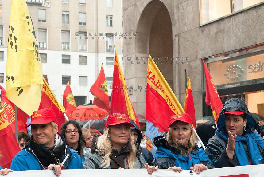 Sciopero dei metalmeccanici FIOM-CGIL contro l'artcolo 8 della manovra economica. Corteo. Milano, 4 novembre 2011.....Metalworkers strike against the government's economic policy. Demonstration. Milan, November 4, 2011