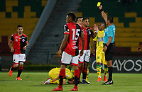 BUCARAMANGA - COLOMBIA, 11-08-2019: Edwin Ferney Trujillo Castro, árbitro, muestra la tarjeta amarilla a a un jugador del Cúcuta durante partido por la fecha 5 de la Liga Águila II 2019 entre Atlético Bucaramanga y Cúcuta Deportivo jugado en el estadio Alfonso Lopez de la ciudad de Bucaramanga. / Edwin Ferney Trujillo Castro, referee, shows the yellow card to player of Cucuta during match for the date 5 of the Liga Aguila II 2019 between Atletico Bucaramanga and Cucuta Deportivo played at the Alfonso Lopez stadium of Bucaramanga city. Photo: VizzorImage / Oscar Martinez / Cont