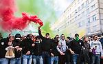 Stockholm 2014-04-14 Fotboll Superettan Hammarby IF - Degerfors IF :  <br /> Hammarby supportrar med r&ouml;kbomb bengalisk eld vid Skanstull under marschen fr&aring;n Medborgarplatsen till Tele2 Arena<br /> (Foto: Kenta J&ouml;nsson) Nyckelord:  HIF Bajen Degerfors  supporter fans publik supporters