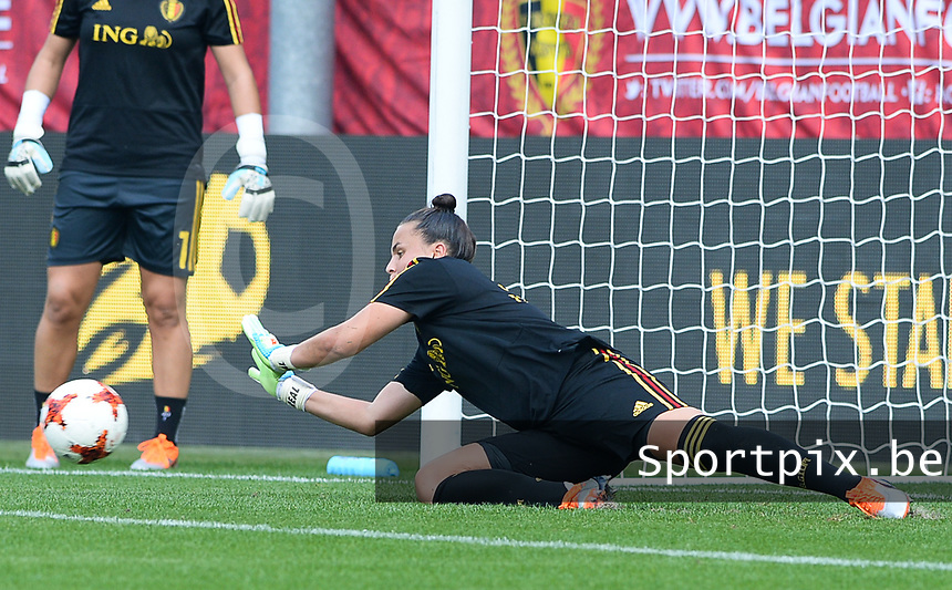 20180904 - LEUVEN , BELGIUM : Belgian Nicky Evrard pictured during the female soccer game between the Belgian Red Flames and Italy , the 8th and last game in the qualificaton for the World Championship qualification round in group 6 for France 2019, Tuesday 4 th September 2018 at OHL Stadion Den Dreef in Leuven , Belgium. PHOTO SPORTPIX.BE | DAVID CATRY