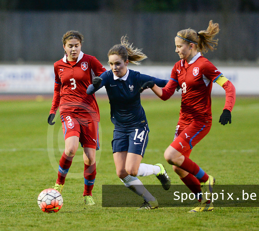 20160319 - FLERS , FRANCE : French Tess Laplacette (M) with Czech Kamila Dubcova (R) and Kristyna Sivakova (L) and pictured during the soccer match between the women under 17 teams of  France and the Czech Republic , on the first matchday in group 3 of the UEFA Women Under17 Elite rounds at Stade du Haze in Flers , France . Saturday 19th March 2016 . PHOTO DAVID CATRY