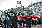 01.12.2018, Weserstadion, Bremen, GER, 1.FBL, Werder Bremen vs FC Bayern Muenchen<br /> <br /> DFL REGULATIONS PROHIBIT ANY USE OF PHOTOGRAPHS AS IMAGE SEQUENCES AND/OR QUASI-VIDEO.<br /> <br /> im Bild / picture shows<br /> junge Werder und Bayern Fans mit Fan-Schals vor dem Spiel, <br /> <br /> Foto &copy; nordphoto / Ewert