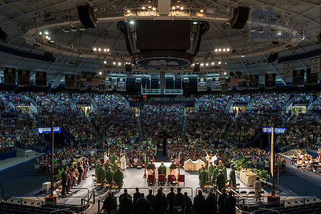 August 21, 2016; 2016 Welcome Weekend Mass (Photo by Matt Cashore/University of Notre Dame)