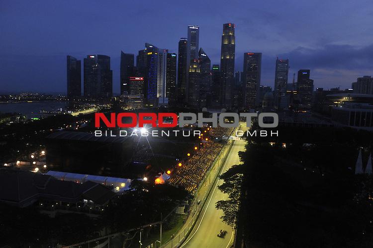 19.-22.09.2013, Marina-Bay-Street-Circuit, Singapur, SIN, F1, Grosser Preis von Singapur, Singapur, Romain Grosjean (FRA) Lotus Renault F1 Team <br />  Foto &copy; nph / Mathis