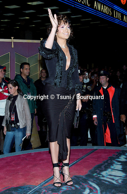 Jennifer Lopez arriving at the 2002 MTV Video Music Awards at the Radio City Music Hall in New York. August 29, 2002.
