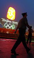 Pechino / Beijing 7/8/2008 Olimpiadi Pechino 2008 - Olympic Games <br /> La silhouette di un poliziotto davanti all'obelisco con i cinque cerchi olimpici a piazza Tiananmen ad un giorno dall'apertura ufficiale dei giochi<br /> Foto Andrea Staccioli Insidefoto