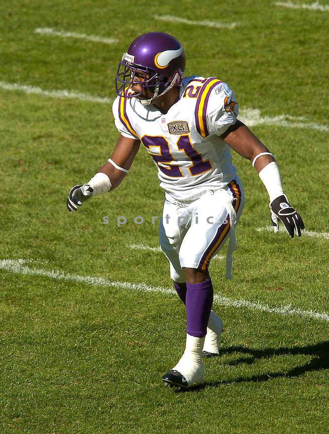 Corey Chavous, of the Minnesota Vikings, in action against the Chicago Bears during their game on October 16, 2005...Bears win 28-3..Chris Bernacchi/SportPics