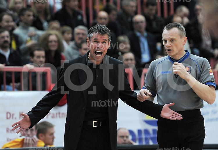Basketball   1. Bundesliga 2010/2011  05.02.2011 Walter Tigers Tuebingen - EnBW Ludwigsburg  Ludwigsburg-Trainer Markus Jochum (li)