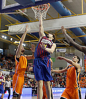 Mad-Croc Fuenlabrada's Javier Vega (l) and Leo Mainoldi (r) and FC Barcelona Regal's Ante Tomic (c) during Liga Endesa ACB match.November 18,2012. (ALTERPHOTOS/Acero) NortePhoto