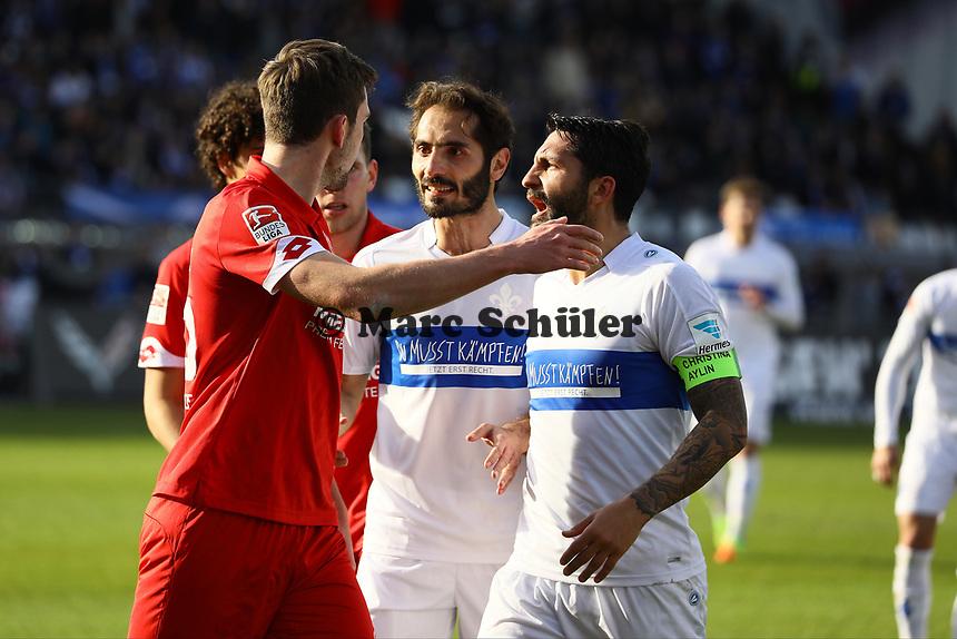 Hitzige Diskussionen zwischen beiden Mannschaften - 11.03.2017: SV Darmstadt 98 vs. 1. FSV Mainz 05, Johnny Heimes Stadion am Boellenfalltor