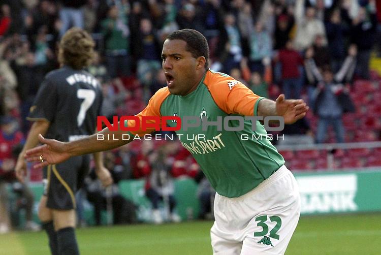 BL 2003/2004 - 8. Spieltag<br />  SV Werder Bremen vs VFL Wolfsburg<br /> 1:0 in der zweiten Minute durch Ailton<br /> Foto &copy; nordphoto <br /> <br />  *** Local Caption *** Foto ist honorarpflichtig! zzgl. gesetzl. MwSt.<br />  Belegexemplar erforderlich<br /> Adresse: nordphoto<br /> Georg-Reinke-Strasse 1<br /> 49377 Vechta