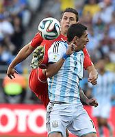 FUSSBALL WM 2014                ACHTELFINALE Argentinien - Schweiz                  01.07.2014 Fabian Schaer (li, Schweiz) gegen Angel di Maria (re, Argentinien)