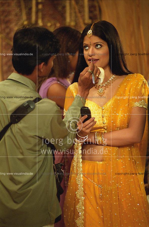 INDIEN Bombay , Bollywood Filmproduktion Baghban in einem Filmstudio in der Filmcity Goregoan / INDIA Mumbai Bombay, Bollywood, film set for Baghban in studio in filmcity Goregoan