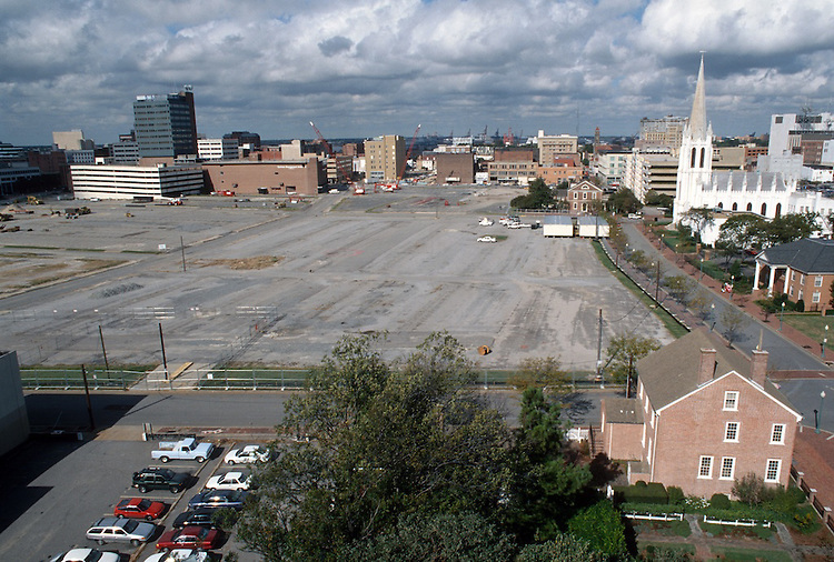 1996 October 04..Redevelopment..Macarthur Center.Downtown North (R-8)..PROGRESS.LOOKING WEST.FROM ROTUNDA BUILDING...NEG#.NRHA#..