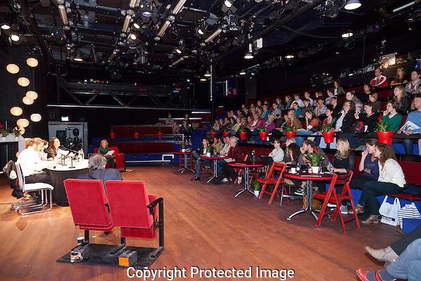 Schrijfpaleis editie in het teken van De Belofte. Met regisseur Michiel van Jaarsveld, acteurs Jeroen Willems, Monic Hendricks, Reinout Scholten van Aschat en Mehrnoush Rahmani..En in het panel: Maria Goos, Hans de Weers (Eyeworks) en Paul Bertram (Scriptschool)...Dit Schrijfpaleis is onderdeel van de HFM / Dutch Industry Days en de Dag van het Scenario en wordt georganiseerd in samenwerking met het Nederlands Film Festival en Scriptschool.Foto: Nichon Glerum