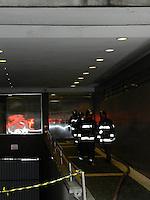ATENCAOO EDITOR: FOTO EMBARGADA PARA VEICULOS INTERNACIONAIS. – SAO PAULO - SP – 25 DE NOVEMBRO 2012 - INCENDIA APARTAMENTO - Incendio em apartamento em um predio comercial na Rua Itapeva, 500 - 6A - regiao da Avenida Paulista, nesta tarde de domingo (25). Somente danos materiais. FOTO: MAURICIO CAMARGO / BRAZIL PHOTO PRESS.