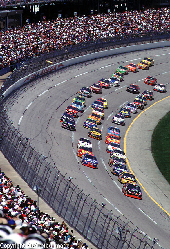 Dale Eranhardt leads the Diehard 500 at Talladega, AL in April 2000. (Photo by Brian Cleary)