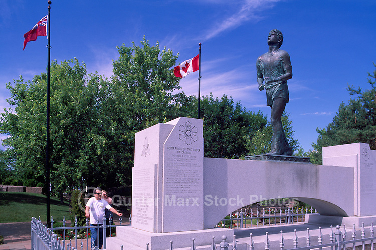 """Terry Fox Statue at """"Terry Fox Scenic Lookout"""", along """"Terry Fox Courage Highway"""" (Trans Canada Highway / Hwy 17), near Thunder Bay, ON, Ontario, Canada (Sculptor: Manfred Pirwitz, 1982)"""