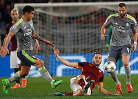 Calcio, andata degli ottavi di finale di Champions League: Roma vs Real Madrid. Roma, stadio Olimpico, 17 febbraio 2016.<br /> Roma's Kostas Manolas, center, \is challenged by Real Madrid's James Rodriguez, left, and Karim Benzema during the first leg round of 16 Champions League football match between Roma and Real Madrid, at Rome's Olympic stadium, 17 February 2016.<br /> UPDATE IMAGES PRESS/Riccardo De Luca