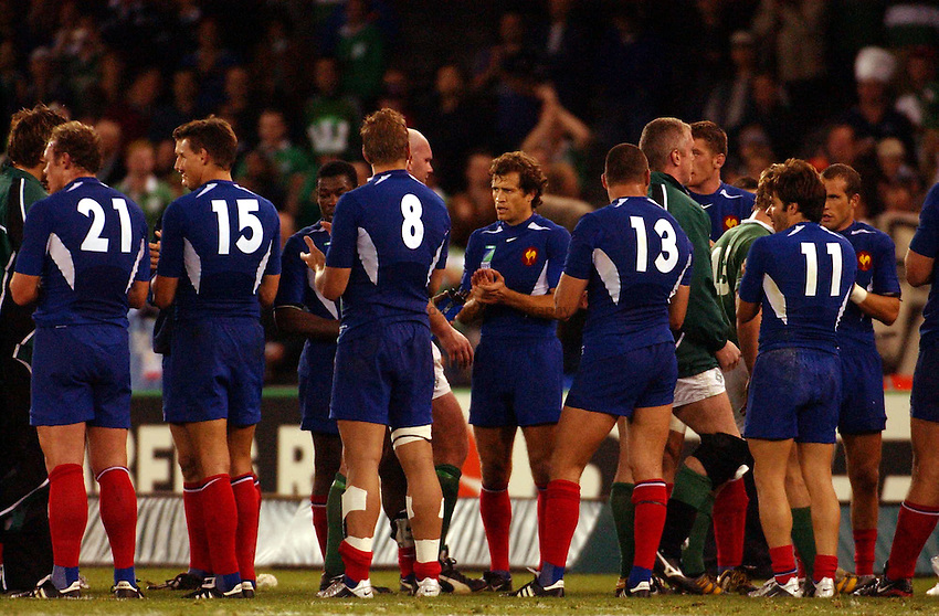 Photo: Jack Atley..Ireland v France, Quarter Final at the Telstra Dome, Melbourne. RWC 2003. 09/11/2003..France applaud the Irish team..