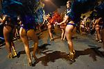 20160204/ Nicolas Celaya - adhocFOTOS/ URUGUAY/ MONTEVIDEO/ PALERMO/ Comparsa la Facala se prepara y participa del desfile de Llamadas 2016 en el barrio Palermo de Montevideo. <br /> En la foto: Comparsa la Facala se prepara y participa del desfile de Llamadas 2016 en el barrio Palermo de Montevideo. Foto: Nicol&aacute;s Celaya /adhocFOTOS