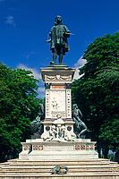 ITA, Italien, Marken, Urbino: Denkmal von Raffael (Rafaello Sanzio) | ITA, Italy, Marche, Urbino: Statue of Rafaello Sanzio
