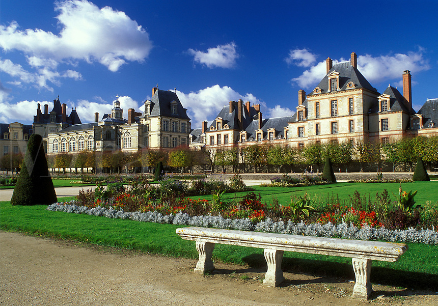 France, Fontainebleau, chateau, Seine-et-Marne, Ile de France, Europe, The gardens at Chateau de Fontainebleau a 12th-century palace.
