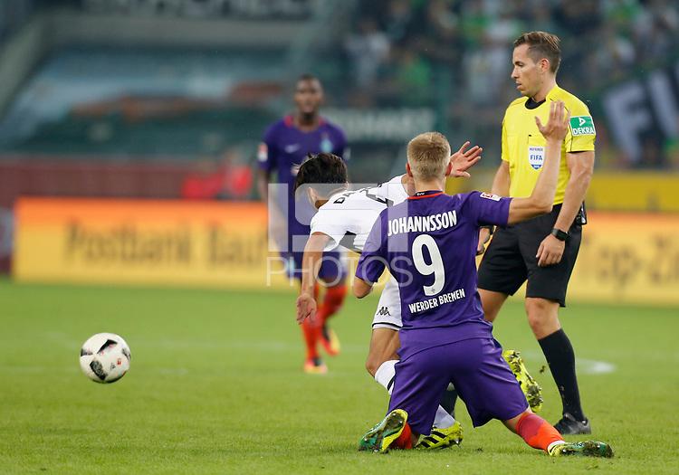 Moenchengladbach, Germany 17.09.2016, 1. Bundesliga 3.  match day, Borussia Moenchengladbach - SV Werder Bremen,   Mahmoud Dahoud (Moenchengladbach, L)  -  Aron Johannsson (Bremen).    .<br /> .
