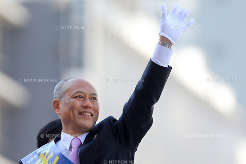 January 23, 2014, Tokyo, Japan - Yoichi Masuzoe, Japan's former health minister, starts his campaign for the February 9 gubernatorial election with a street rally at Tokyo's Shinjuku area on Thursday, January 23, 2014, on the day of official kick-off of campaigning. The 65-year-old scholar in international politics is one of the four major candidates vying for the office of a megalopolis with 130 million people and nearly 13 trillion yen annual budget. (Photo by AFLO)