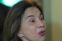 ATENÇÃO EDITOR: FOTO EMBARGADA PARA VEÍCULOS INTERNACIONAIS. - SANTO ANDRE, SP, 29 de Novembro 2012 (VELORIO DE JOELMIR BETING) Esposa Lucinda Joelmir durante velorio.(FOTO: ADRIANO LIMA / BRAZIL PHOTO PRESS).