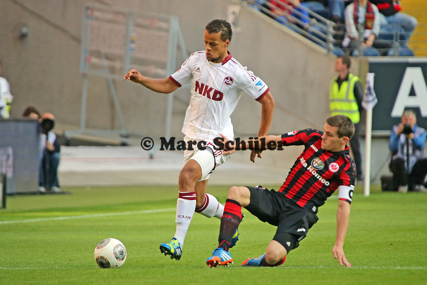Timothy Chandler (Nürnberg) gegen Sebastian Jung (Eintracht) - Eintracht Frankfurt vs. 1. FC Nuernberg,