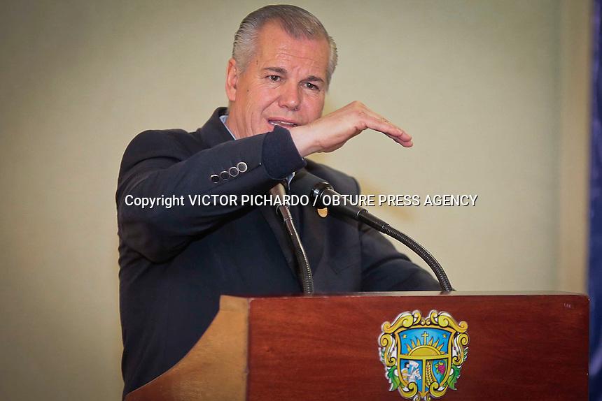 Quer&eacute;taro, Qro. 12 febrero 2016.- El alcalde de la capital de estado, Marcos Aguilar Vega, y el diputado federal, Apolinar Casillas, encabezaron un desayuno con integrantes de una asociacion de Comercio establecido en el centro hist&oacute;rico en donde compartieron ideas para mejorar el desemp&ntilde;eo municipal en relaci&oacute;n al comercio establecido.<br /> Foto: Victor Pichardo / Obture Press Agency