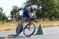 Der Führende Michael Herberger auf dem Fahrrad - Mörfelden-Walldorf 15.07.2018: 10. MöWathlon