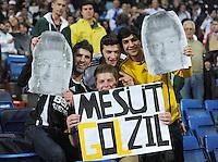 FUSSBALL   CHAMPIONS LEAGUE   SAISON 2011/2012  Achtelfinale Rueckspiel 14.03.2012 Real Madrid  - ZSKA Moskau  Real Madrid Fans mit Mesut Oezil (Real Madrid) Bilder und einem Schild