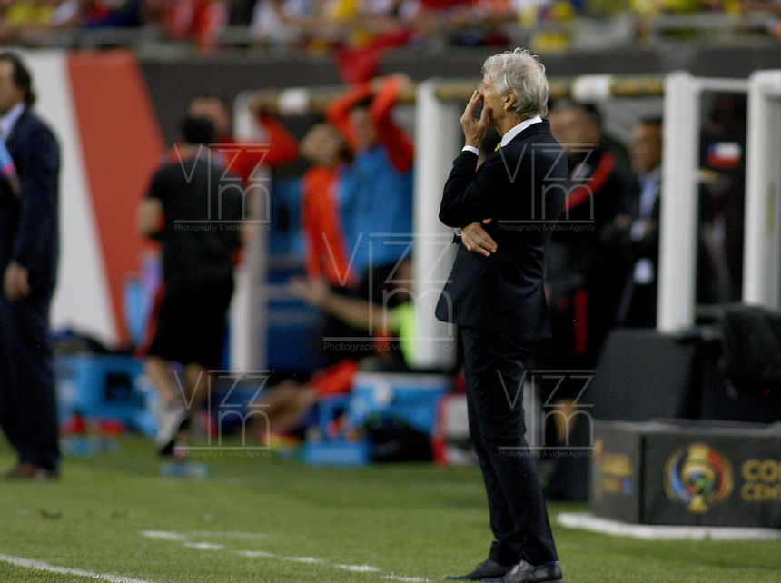 CHICAGO - UNITED STATES, 22-06-2016: José Pekerman director técnico  de Colombia durante partido por la semifinal  entre Colombia (COL) y Chile (CHI)  por la Copa América Centenario USA 2016 jugado en el estadio Soldier Field en Chicago, USA.  / José Pekerman coach  of Colombia (COL) during  during a match for the quarter of finals between Colombia (COL) and Chile  (CHI) for the Copa América Centenario USA 2016 played at Soldier Field  stadium in Chicago, USA. Photo: VizzorImage/ Luis Alvarez /Cont.