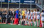 AMSTELVEEN - shake hands met scheidsrechter Claire Druijts  voor de hoofdklasse hockeywedstrijd dames,  Amsterdam-Oranje Rood (2-2) .   COPYRIGHT KOEN SUYK