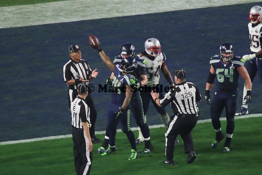 RB Marshawn Lynch (Seahawks) zeigt das neue First Down an - Super Bowl XLIX, Seattle Seahawks vs. New England Patriots, University of Phoenix Stadium, Phoenix