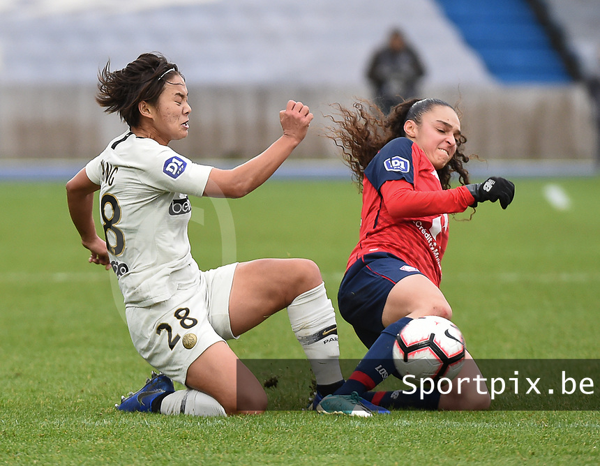 20190113 - LILLE , FRANCE : LOSC's Lina Boussaha (R) an PSG's Shang Wang (L) pictured during women soccer game between the women teams of Lille OSC and Paris Saint Germain  during the 16 th matchday for the Championship D1 Feminines at stade Lille Metropole , Sunday 13th of January 2019,  PHOTO Dirk Vuylsteke | Sportpix.Be