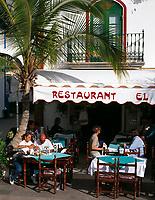 Spanien, Kanarische Inseln, Gran Canaria, Puerto de Mogan: moderner Ort im altkanarischen Stil, Cafes, Restaurant | Spain, Canary Island, Gran Canaria, Puerto de Mogan: modern village, old-canarian style, cafes, restaurant
