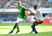 FUSSBALL   1. BUNDESLIGA   SAISON 2012/2013   2. Spieltag SV Werder Bremen - Hamburger SV                     01.09.2012         Nils Petersen (li, SV Werder Bremen) gegen Michael Mancienne (re, Hamburger SV)