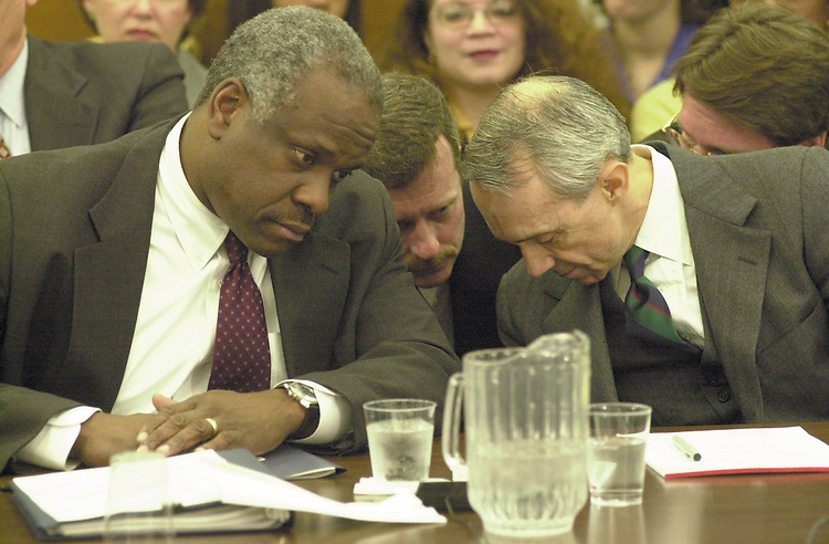RC20000315-311-RR: March 15, 2000: Justices Clarence Thomas and David Souter.      Rebecca Roth/Roll Call.