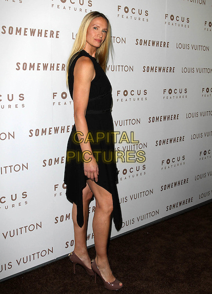 "KELLY LYNCH.Premiere of ""Somewhere"" held At The Arclight Theatres, Hollywood, CA, USA..December 7th, 2010.full length black sleeveless dress clutch bag side.CAP/ADM/KB.©Kevan Brooks/AdMedia/Capital Pictures."