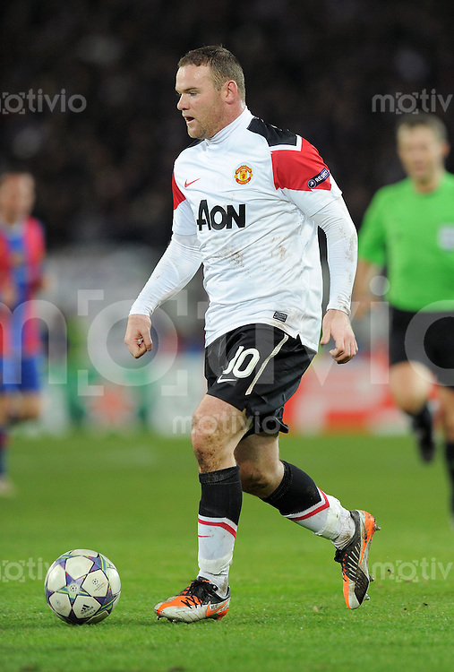 FUSSBALL   CHAMPIONS LEAGUE   SAISON 2011/2012     23.11.2011 FC Basel - Manchester United Wayne Rooney  (Manchester United FC) am Ball