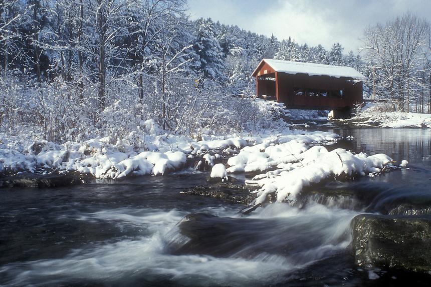 covered bridge, winter, Northfield Falls, Vermont, VT, Upper Covered Bridge crosses over Cox Brook in Northfield Falls in winter.