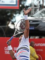 BOGOTA – COLOMBIA – 18-07-2014: Vasek Pospisil, de Canada se prepara para servir a Bernard Tomic de Australia,  durante partido de cuartos de final del Open Claro Colombia de tenis ATP 250, que se realiza en las canchas del Centro de Alto Rendimiento en Altura en ciudad de Bogota. / Vasek Pospisil, of Canada, prepared to serve to Bernard Tomic of Australia, during a match for the quarter of finals of the Open Claro Colombia de tenis ATP 250, at Centro de Alto Rendimiento en Altura in Bogota City. Photo: VizzorImage / Luis Ramirez / Staff.