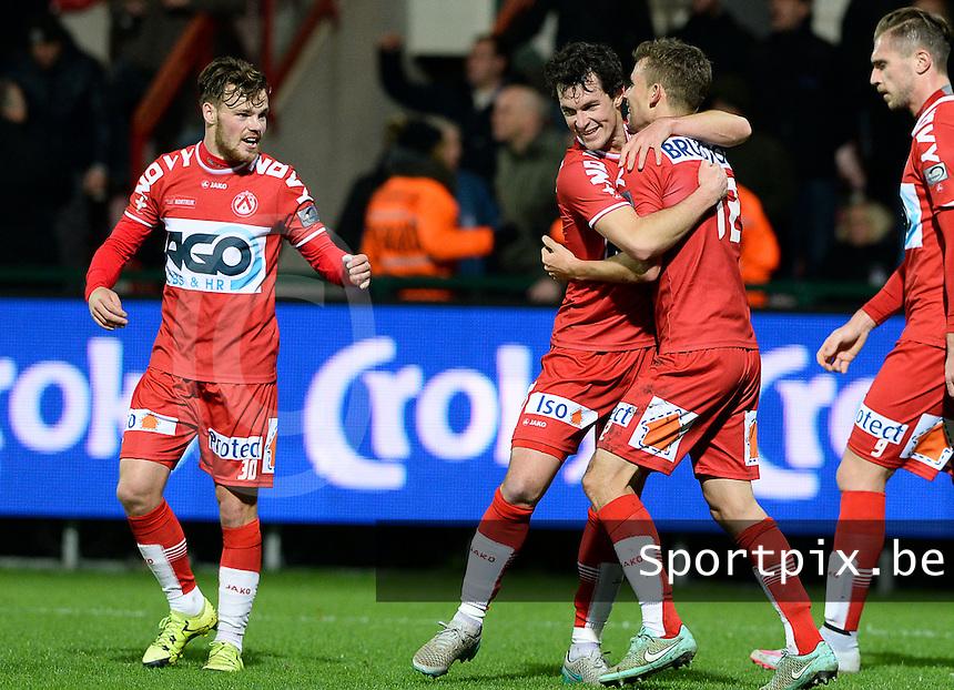 KV Kortrijk - RSC Anderlecht : Lukas Van Eenoo viert de 3-0 met Kristof D'Haene (links) en Gertjan De Mets (midden) <br /> Foto VDB / Bart Vandenbroucke