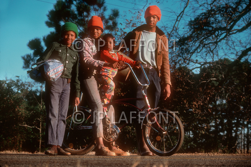 December 1976. Plains, Georgia. Poor black families of Plains enjoying outdoor activities.