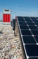 GERMANY Hamburg, HAW technolgy center CC4E with hydrogen storage and photovoltaic unit / DEUTSCHLAND, Hamburg, HAW Technologiezentrum CC4E, Dach mit PV Solaranlage und Wasserstoff Speicher