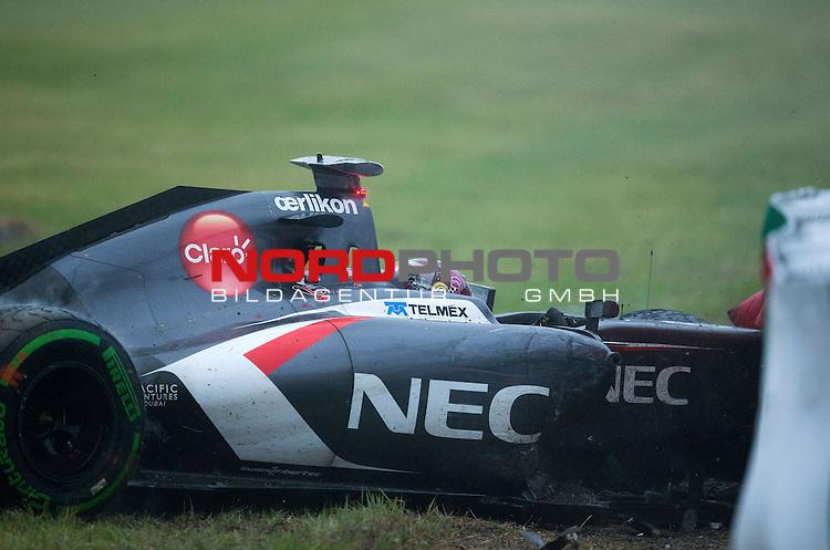Crash - Adrian Sutil (GER), Sauber F1 Team<br /> for the complete Middle East, Austria &amp; Germany Media usage only!<br />  Foto &copy; nph / Mathis